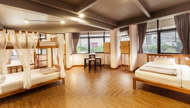 5 beds 2 bunk bed _ single bed a window shared bathroom have window